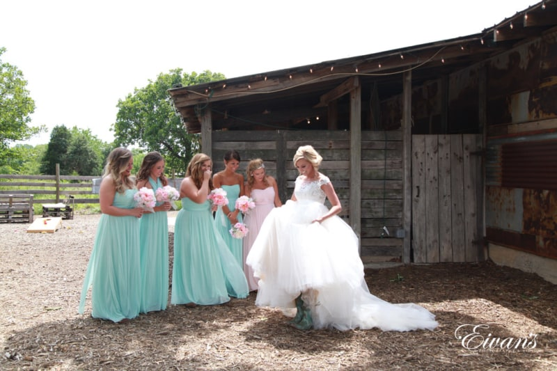 The bride surprises and reveals the look of the to her best friends in the entire world.