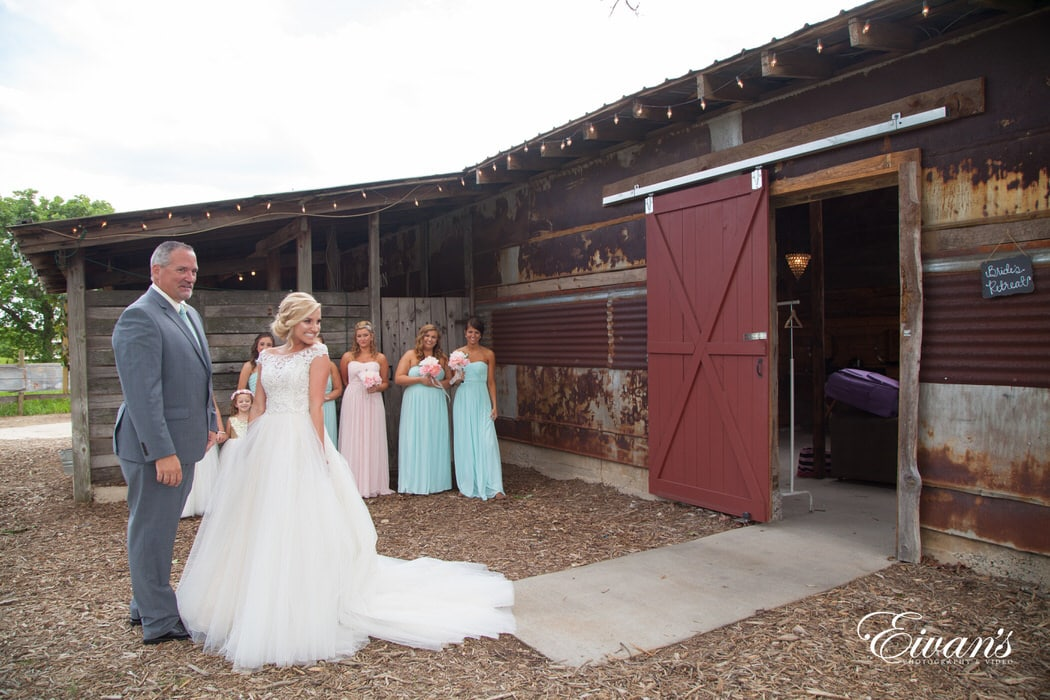 Not only did the bride surprise her best friends in such a look but also surprises her beloved dad.
