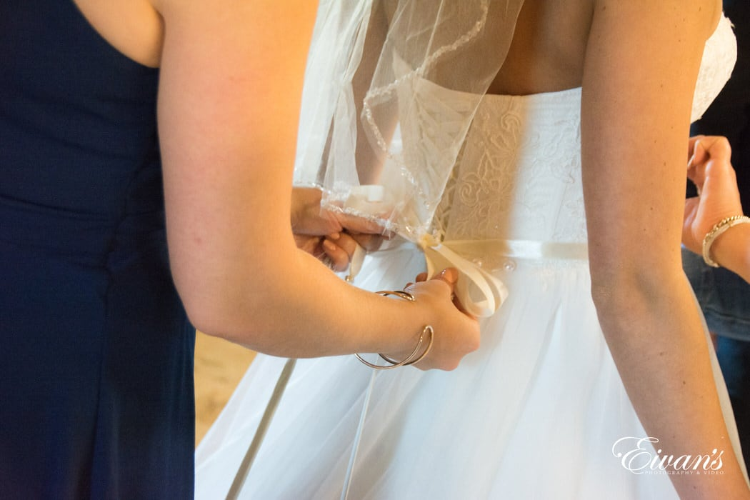 Having the ribbon being tied around her waist with a beaded belt simply adding to her gorgeous gown.