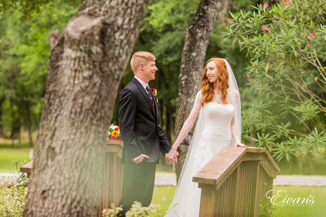 The natural wood on the bridge ties together the couple's romantic nature theme.