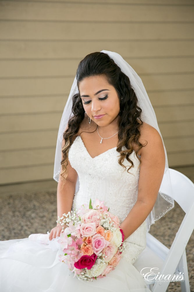 The bride puts on her glamorous makeup that helps her achieve such a stunning wedding look.