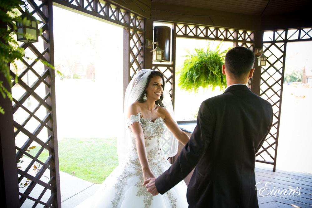 The bride surprises her groom in her unique and outstanding look.