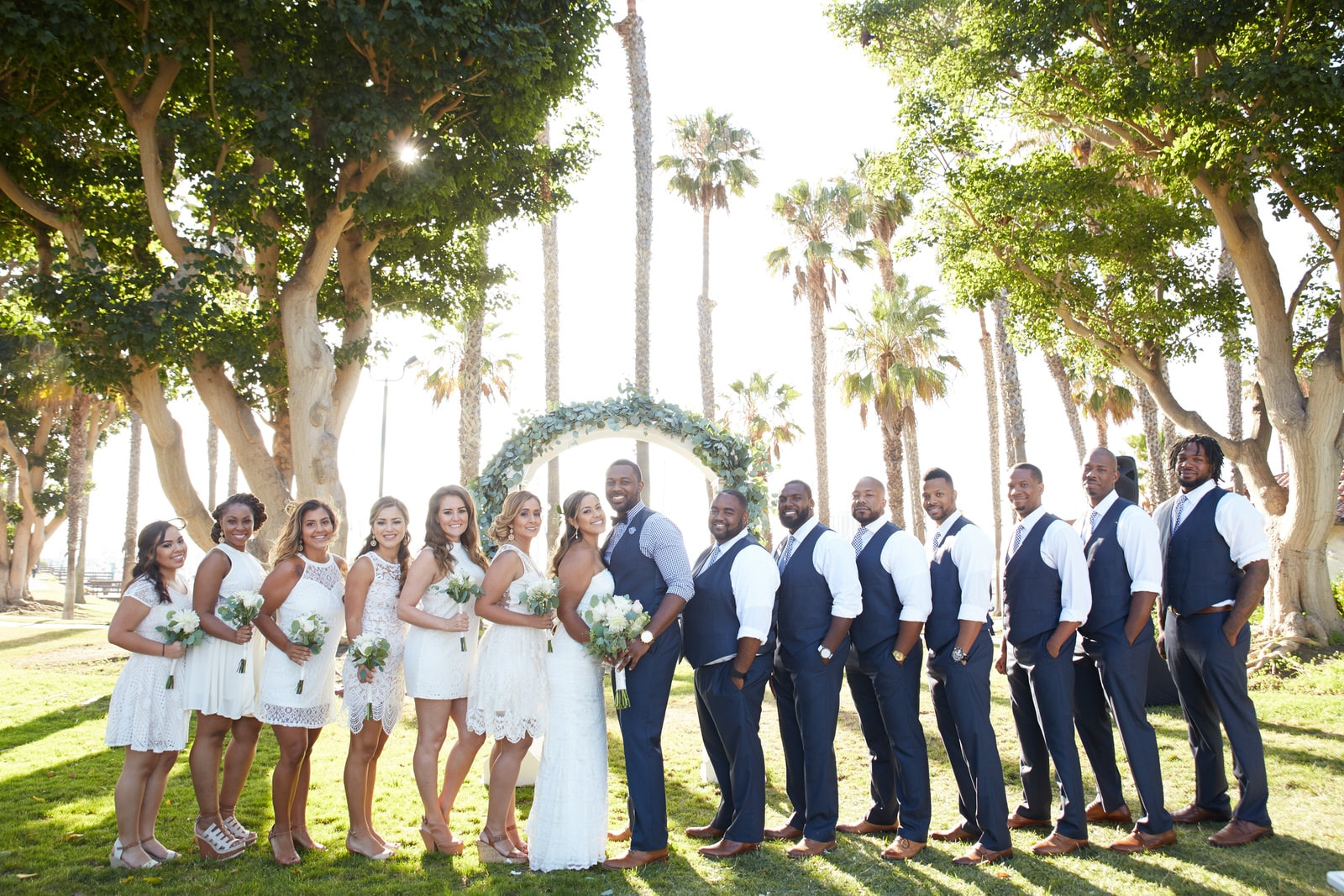 perfect picture of entire wedding party worth every dollar of wedding photography package