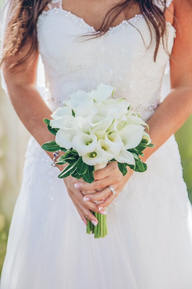 close-up shot of white bouquet, hartford wedding photographer availability