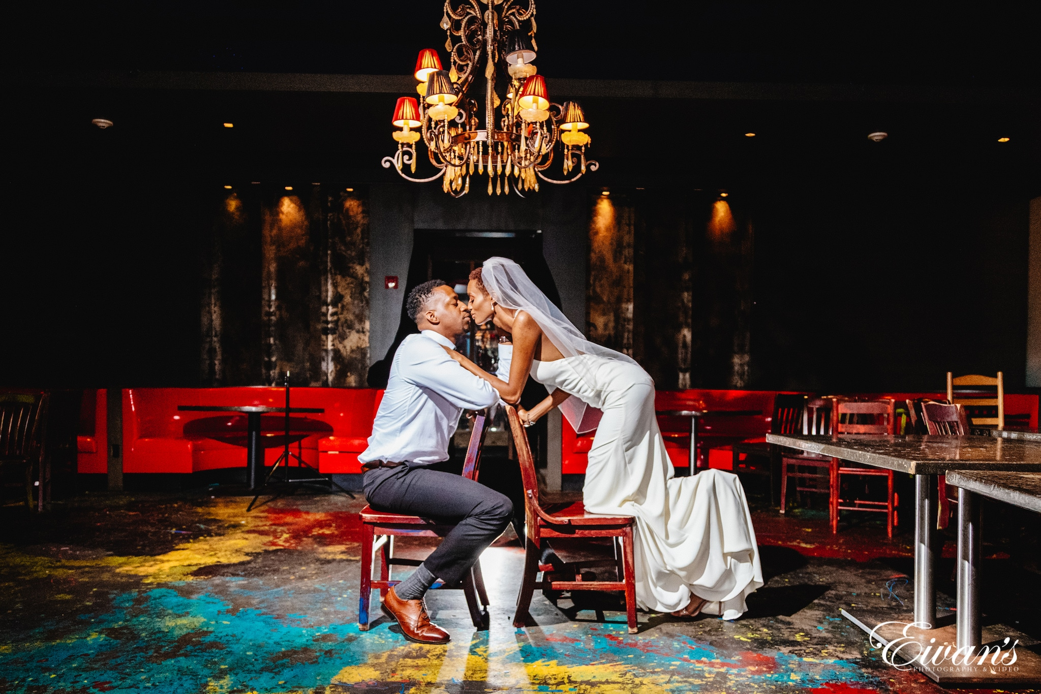 15 Artistic And Unique Wedding Photography Poses