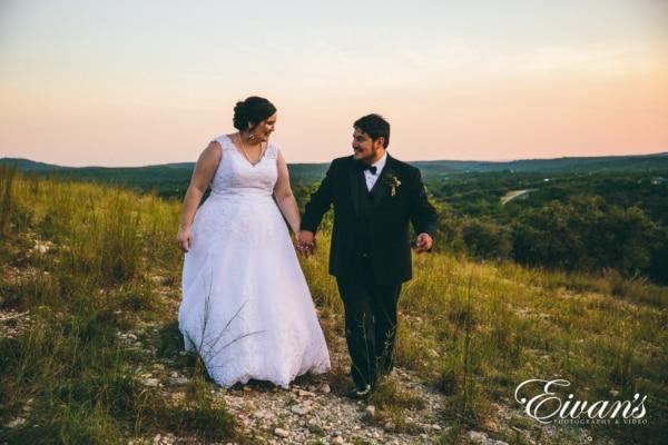 fun-wedding-ideas-enjoy-the-sunset