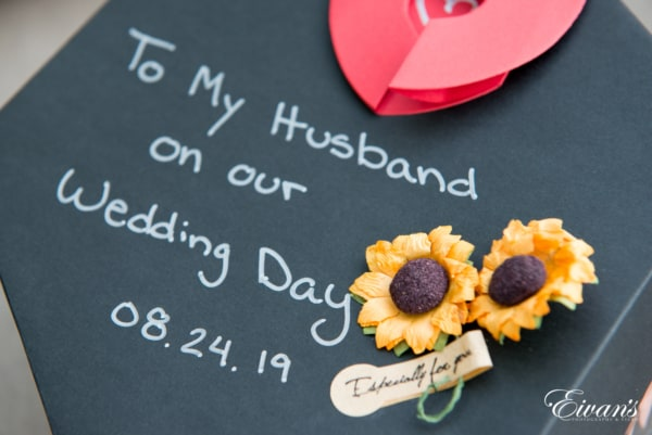 fun-wedding-ideas-reading-a-love-note