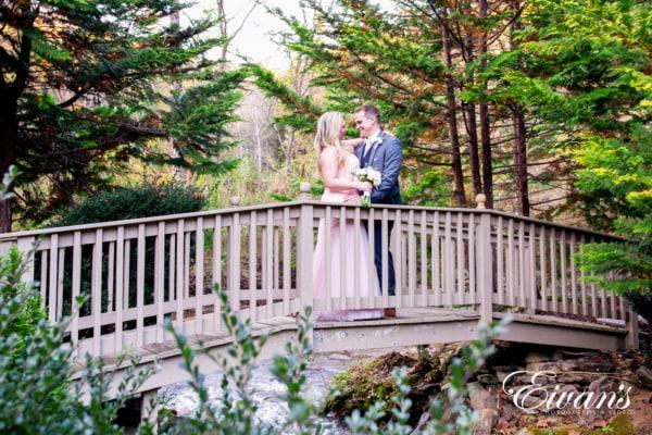 fun-wedding-ideas-walk-through-the-ramp