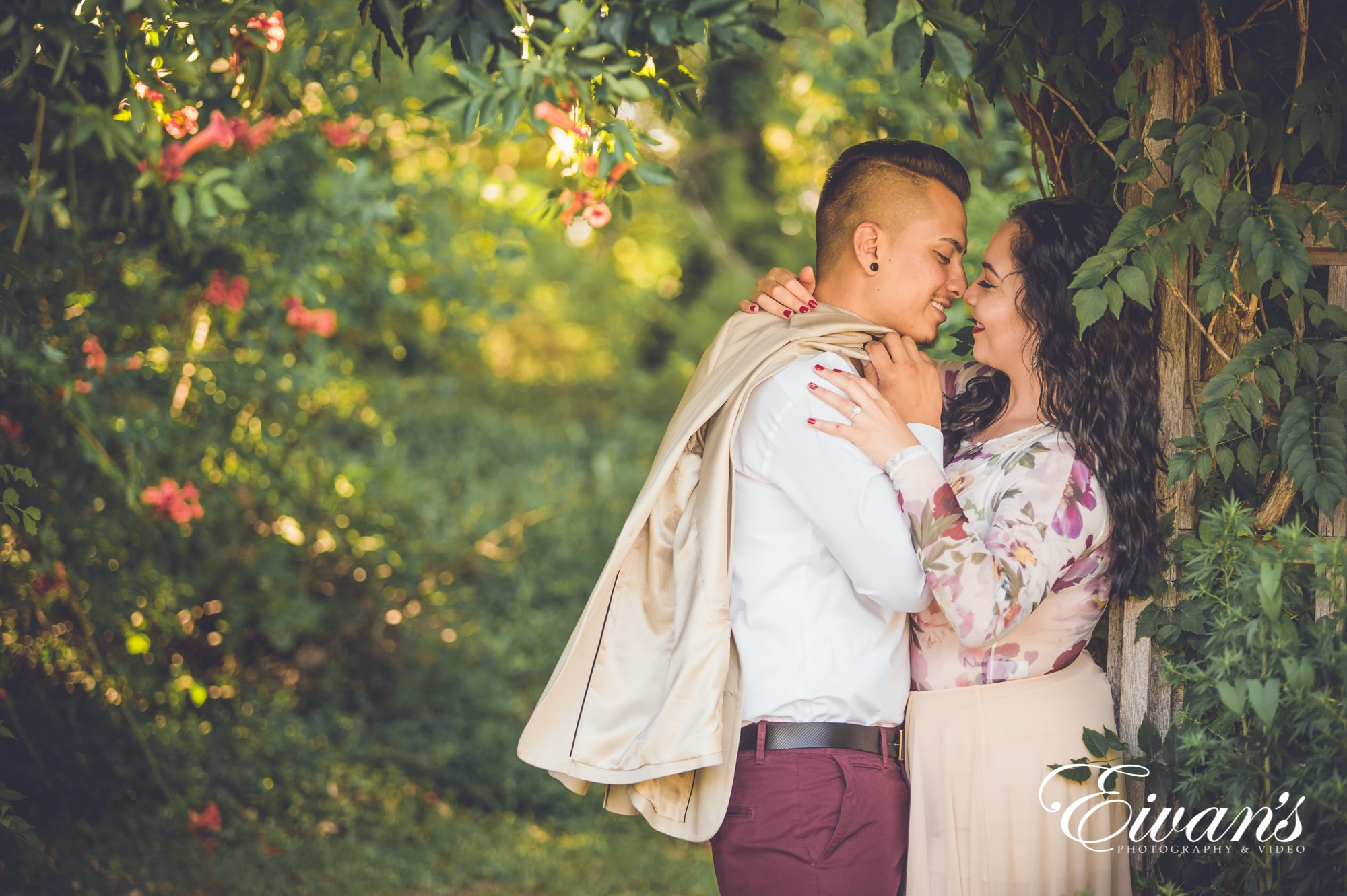 how-to-pose-for-engagement-photos