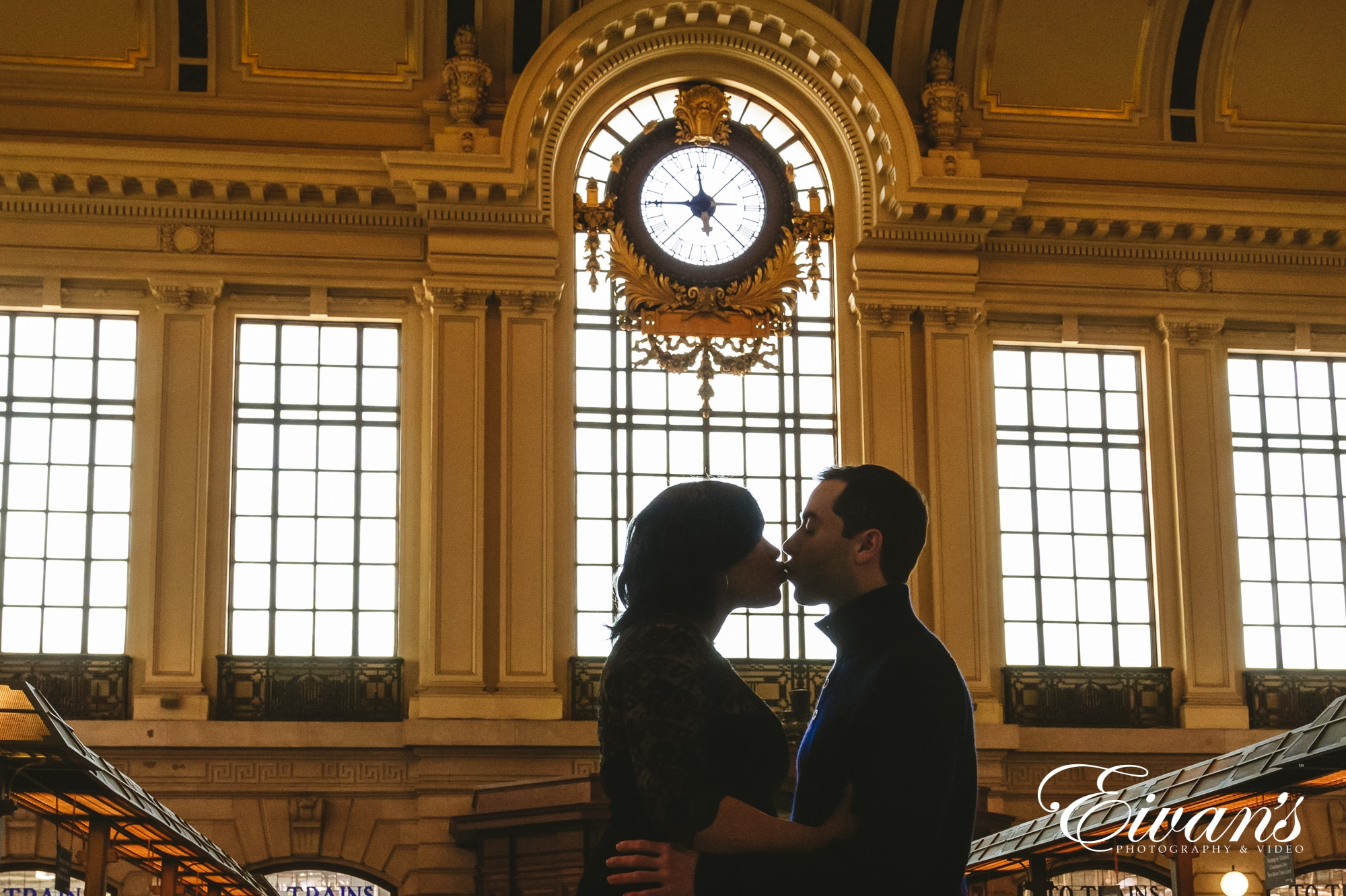 Image of a man and woman kissing in the train station