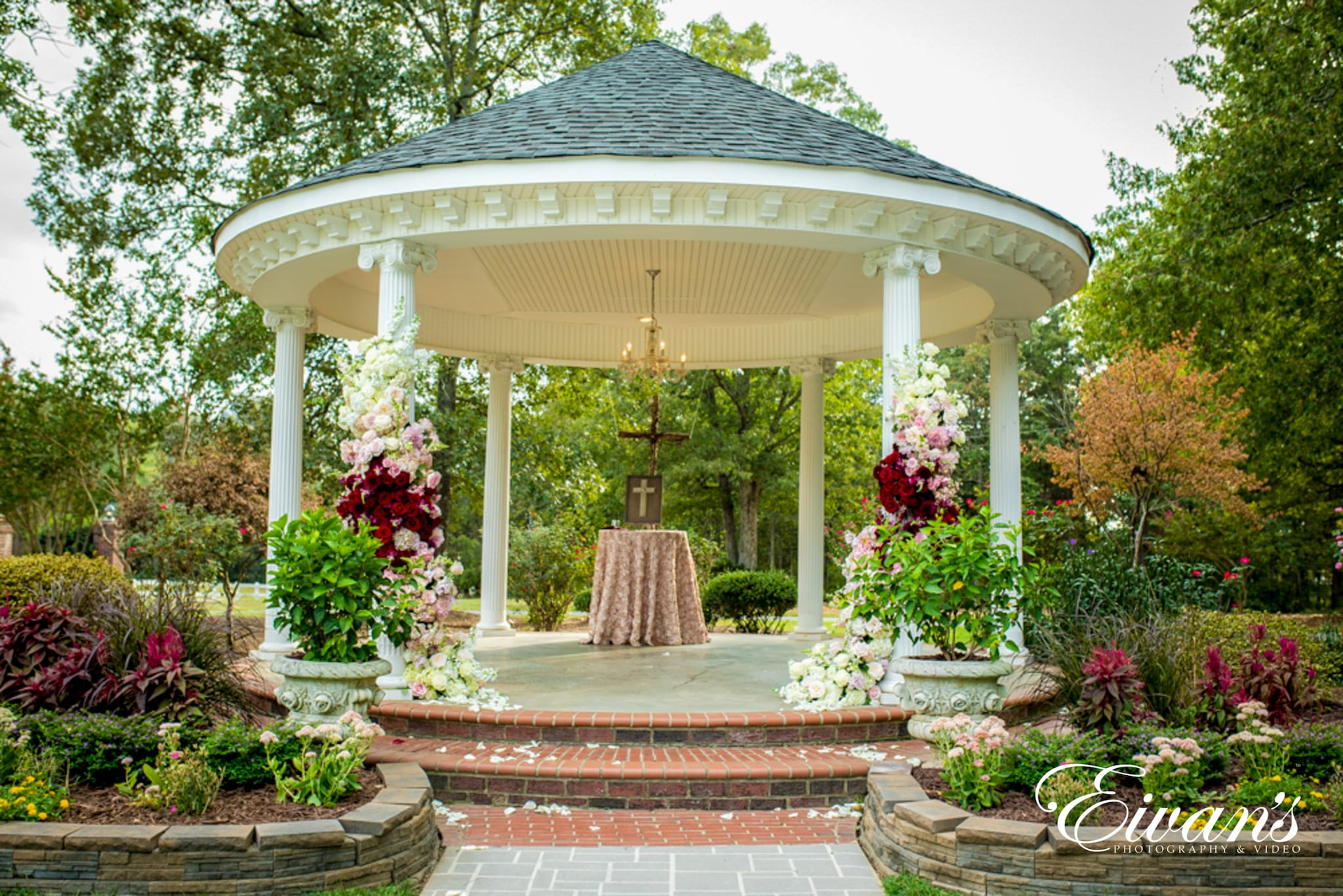 image of a wedding alter