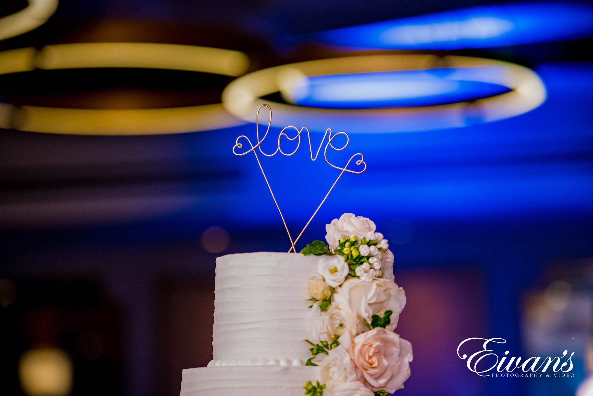image of a wedding cake