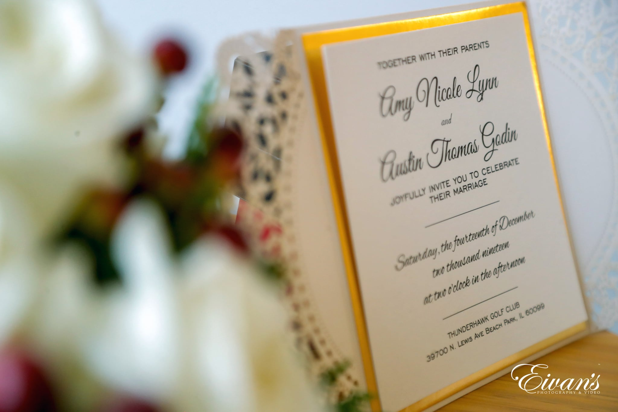 stunning wedding Invitation framed with golden color