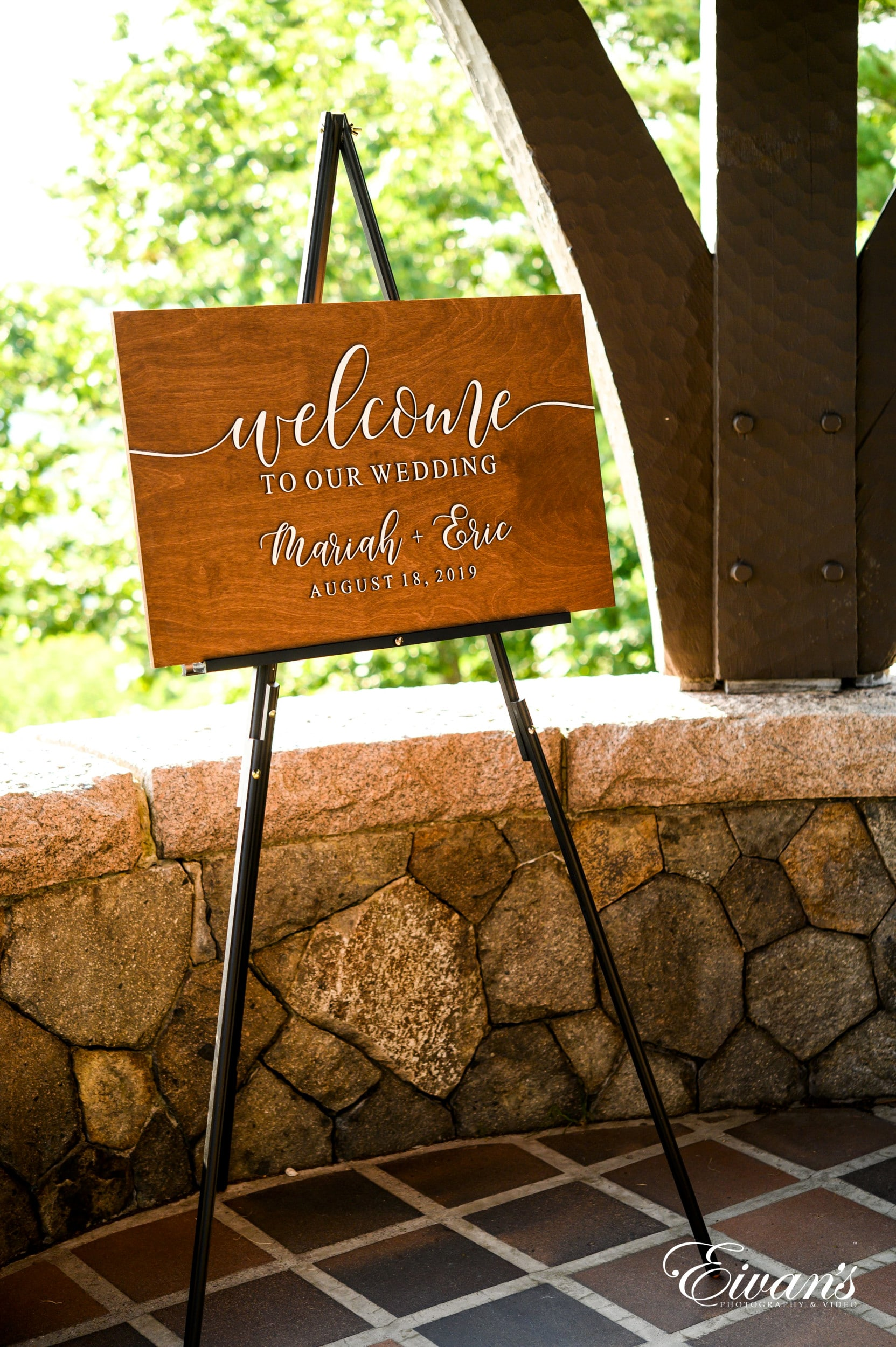 10 Wedding Welcome Sign Ideas To Use On Your Wedding Day
